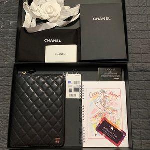 CHANEL Bags - Very ❤️RARE brand new 2018 zipper agenda Chanel